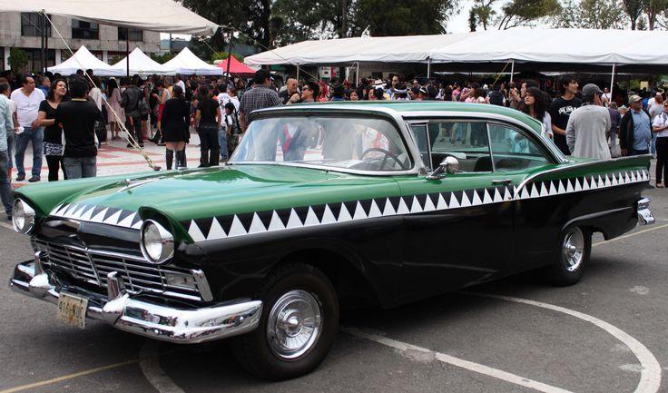 """""""cocodrilos"""" taxis directos. Cobraban $1.00 (peso) eran compartidos. Circularon durante los 1950's y principios de 1960's."""