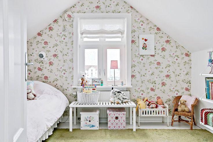 Två bra barnrum med fina tapeter från Engelska Tapetmagasinet. Skepparegatan 5 - Bjurfors