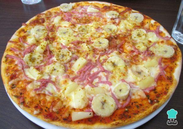 Receta de Pizza hawaiana con plátano #RecetasGratis #RecetasFáciles #Pizza #PizzaHawaiana #PiñayJamón