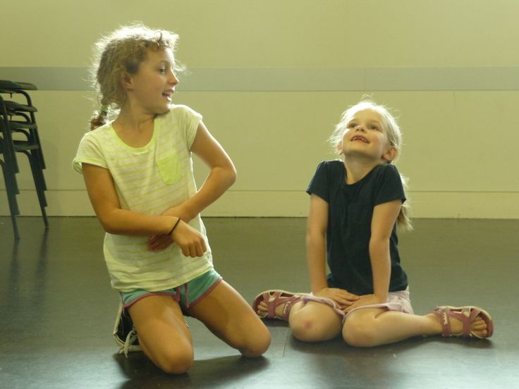 Youth Theatre ages 5 - 7. Storytelling in pairs