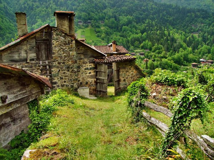 Farms House, Dreams, Green, Beautiful Places, Mountain Houses, Country Life, Mountain Home, Chalets, Rustic Cabins