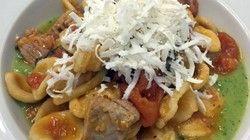 Orecchiette con ragù di tonno, pomodorini e capperi su crema di zucchine | Ricette.LecceNews24.it