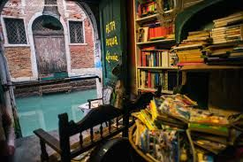 Travel With MWT The Wolf: Famous Library around the Planet    Libreria dell'...