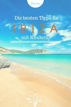 Ibiza mit Kindern: Planst du einen Familienurlaub auf Ibiza? Suchst du nach Reisetipps und Sehenswürdigkeiten, die man mit Kindern auf Ibiza nicht verpassen sollte? Dann bist du hier genau richtig, denn auf www.berlinfreckles.de habe ich Reiseinspirationen und Tipps rund um diese schöne Insel im Mittelmeer gesammelt.
