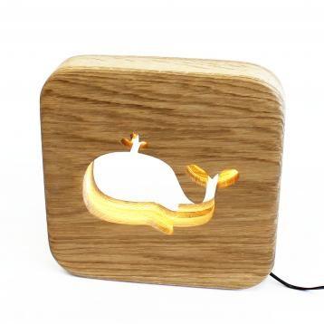 Nachtlampje voor kinderen : model walvis in massief hout. Deze schattige natuurlijke lamp kan ter ondersteuning van kinderen in hun nacht