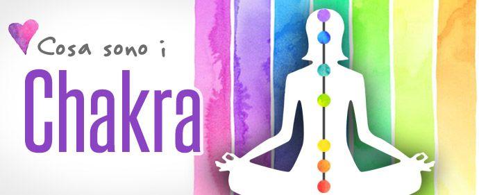 """La parola chakra, in sanscrito, significa """"ruota, cerchio o disco"""", ed è utilizzata per rappresentare i centri energetici del nostro corpo, che hanno il compito di """"ricevere e distribuire"""" la nostra energia vitale. I chakra principali sono 7, ed ognuno di loro, oltre ad avere caratteristiche specifiche, è associato a determinate emozioni,"""