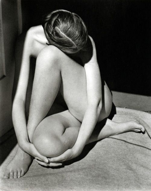 Georgia O'Keefe Nude 1919 photo by Alfred Stieglitz. Pure poetry.