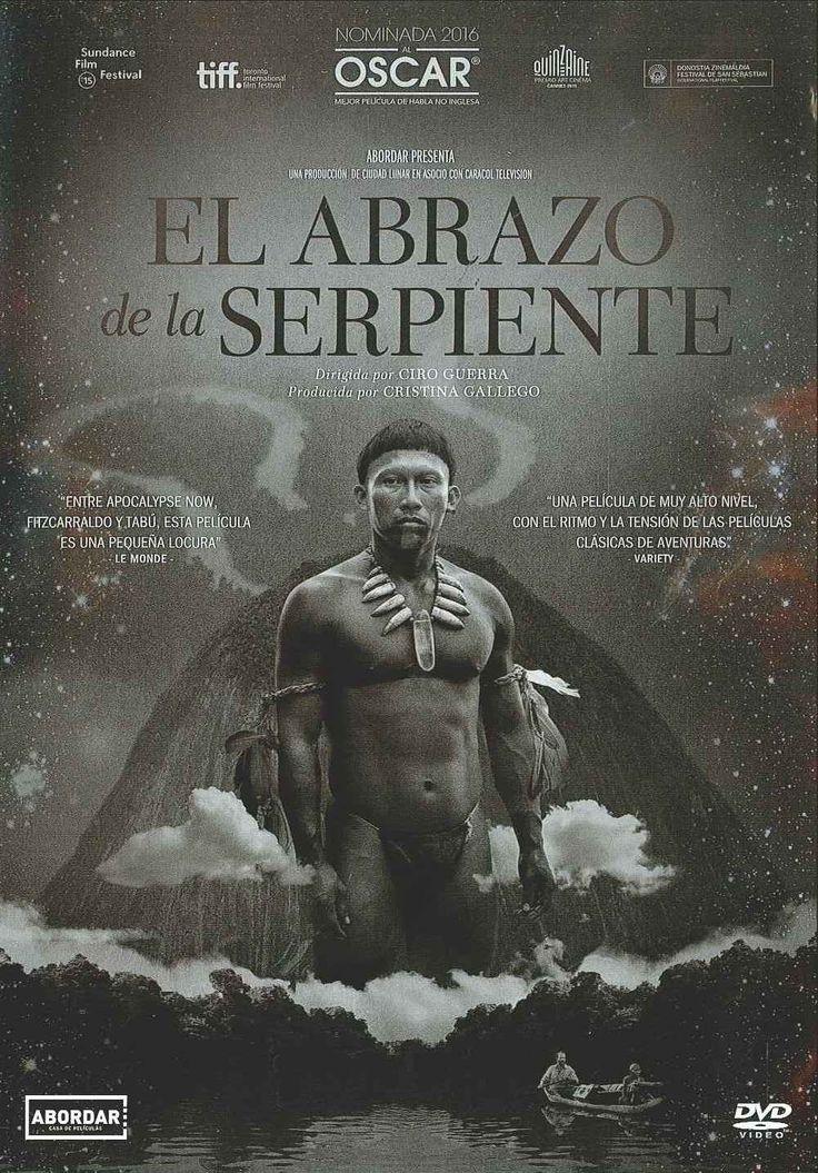 """""""El abrazo de la serpiente"""" (2015) Colombia, dirigida por Ciro Guerra. Karamakate fue en su día un poderoso chamán del Amazonas; es el último superviviente de su pueblo y vive en lo más profundo de la selva. Lleva años en total soledad, que lo han convertido en """"chullachaqui"""", una cáscara vacía de hombre, privado de emociones y recuerdos. Pero su solitaria vida da un vuelco el día en que a su remota guarida llega Evan, un etnobotánico norteamericano en busca de la yakruna, una poderosa…"""