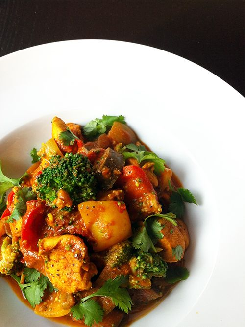 Curry met kip, broccoli, aubergine & paprika