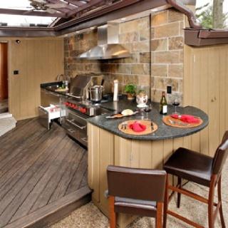 Outdoor kitchen. Swoon