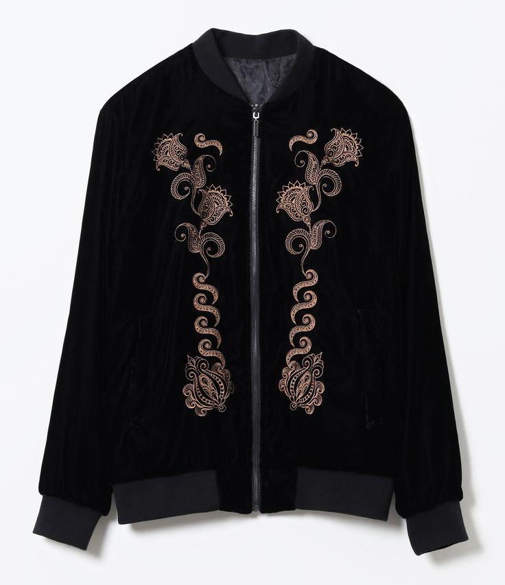 Jaqueta masculina    Modelo: bomber      Reversível      Um lado em veludo com  bordado dourado   Outro lado com desenhos no tecido    Com bolsos      Marca: Request           COLEÇÃO INVERNO 2017         Veja outras opções de    jaquetas masculinas.
