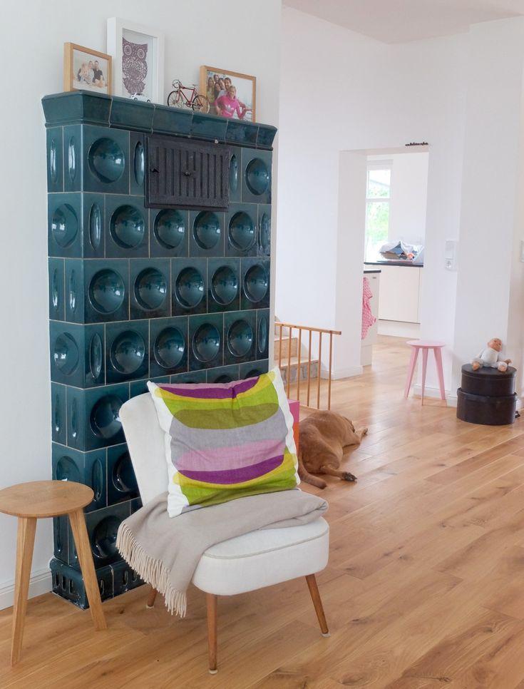 Alter Kachelofen, alter Sessel, alter Hund, neues Haus!