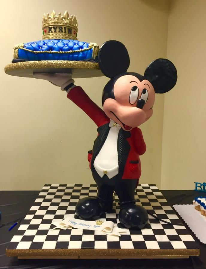 3D gravity defying Mickey Mouse cake by Cincinnati37