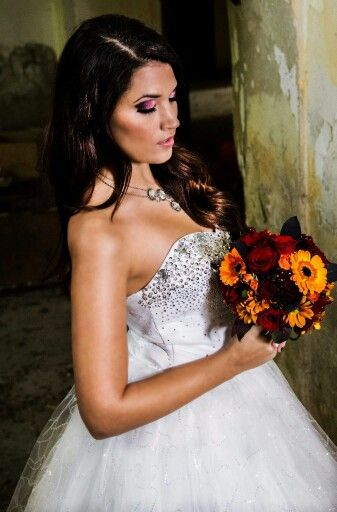 #piros #narancssárga #menyasszonyi csokor #kreatív fotózás #kastély #esküvő #esküvőszervezés