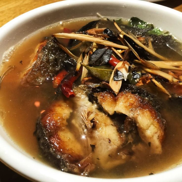 Tom Klong Pla Dook Yang. Isan spicy grilled catfish soup. Perfect balance of sour and spice! #Thai #thiafood #spicy #soup #newyork #dinnerwithfriends #isan お焦げ付き焼魚入りスープ癖になるこの辛さ #タイ #タイ料理 #イサン #辛い #スープ #ニューヨーク by mutsu251