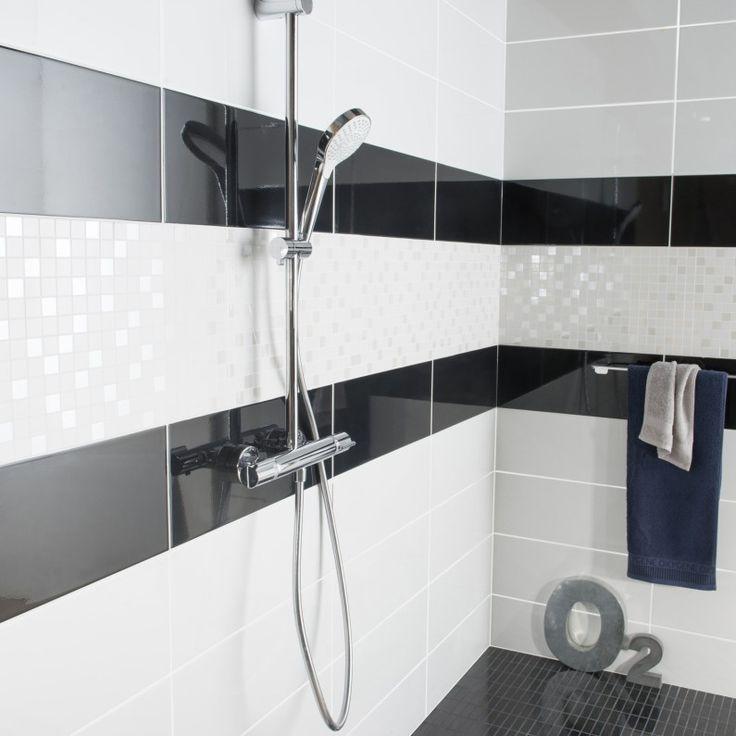 Les 25 meilleures id es de la cat gorie douche blanche sur pinterest salle de bains carrelage for Idee pose carrelage salle de bain