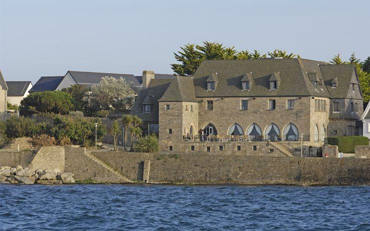 Hôtel Brittany, Hôtel de luxe et Restaurant gastronomique étoilé en bord de mer 1 ★ Roscoff, vous propose une prestation d'exception dans un sublime établissement.