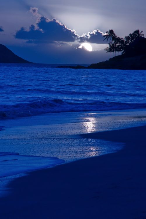 `Kailua Beach Moonrise, Oahu, Hawaii, by Royce Bair, on flickr.