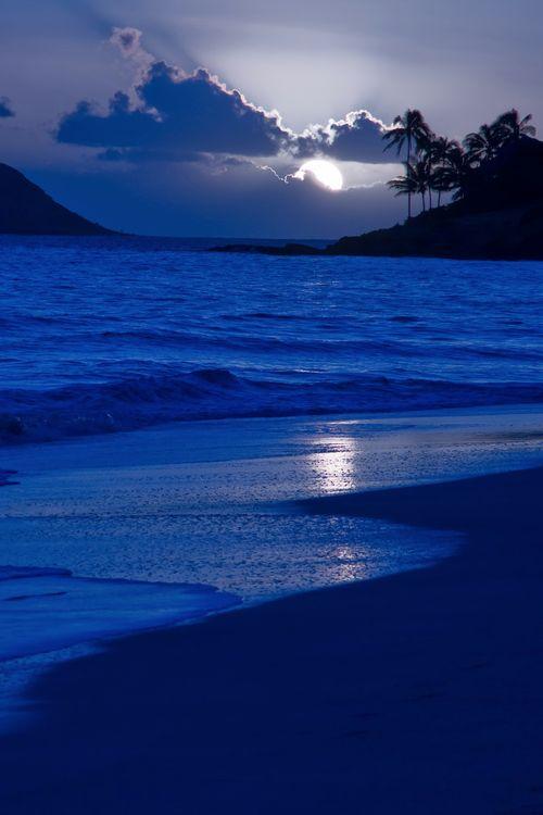 Kailua Beach Moonrise, Oahu, Hawaii, by Royce Bair, on flickr.