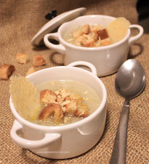 Passato di topinambur e finocchi con cialda di parmigiano, semi di finocchio e granella di mandorle   Honest Cooking Italia