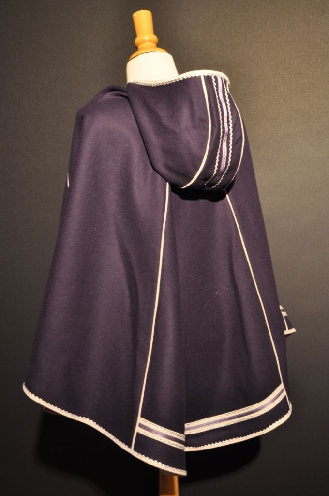 bilde av luhkka Cape cloak hooded half cape