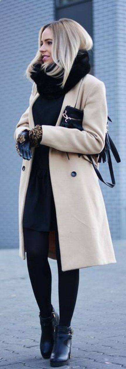 Winter Outfits 2015: Magda is wearing a beige coat and black scarf and gloves