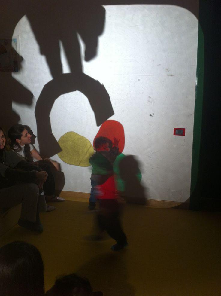 Piccolo blu e piccolo giallo, Leo Lionni, Babalibri editore e narrazione con lavagna luminosa.