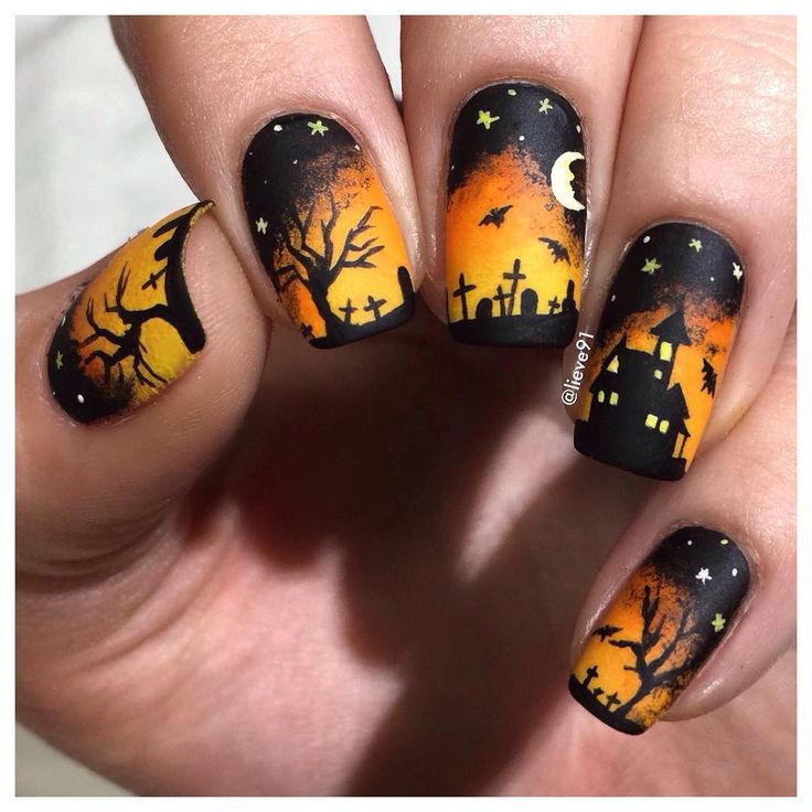 Another Halloween design ☺️ This is all hand drawn with acrylic paints. I just used a black nail polish by @essence_cosmetics for the base. Matte Top coat is by @opi_products