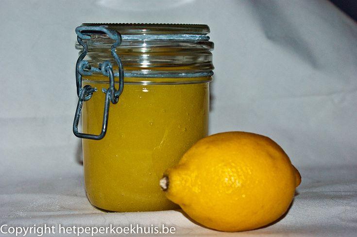 Een handscrub met citroen zelf maken is niet alleen leuk, het is ook heel gezond en milieuvriendelijk. Met enkel suiker, zout, citroen en olijfolie maak je zelf een scrub geschikt voor het hele lichaam.