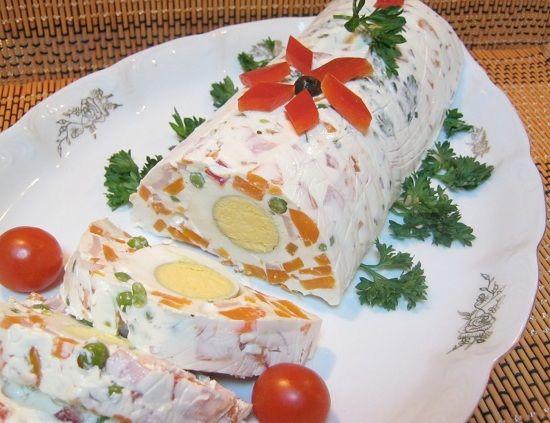 30 idei pentru un platou cu salata de boeuf - Masa de Craciun Toate gospodinele se pregatesc de sarbatori cu mancaruri alese. Printre ele si salata de boeuf, dar care este si cea mai buna, de ce sa nu recunoastem. http://ideipentrucasa.ro/30-idei-pentru-un-platou-cu-salata-de-boeuf-masa-de-craciun/