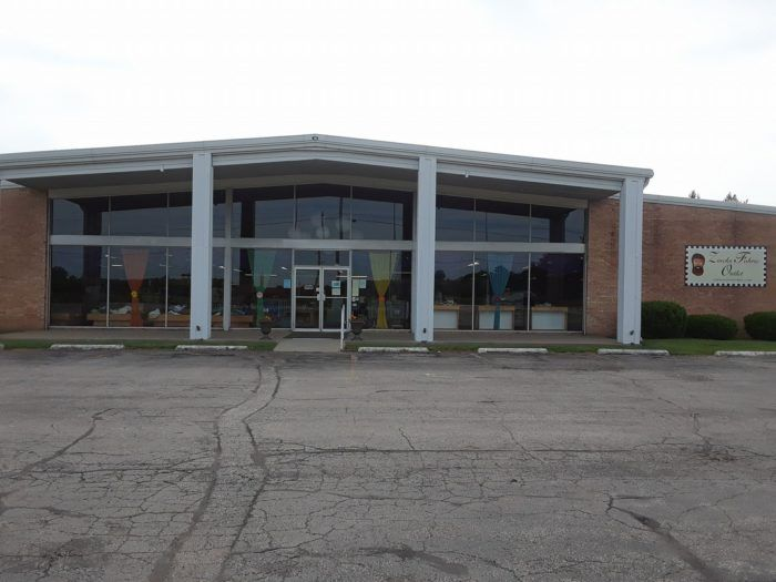You Could Easily Spend All Day Shopping At The Absolutely Gigantic Zinck S Fabric Outlet In Indiana In 2020 Fabric Outlet Indiana Printing On Fabric