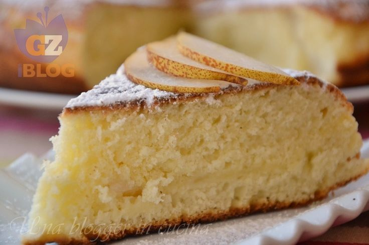 Torta in padella, senza forno, preparata con yogurt, olio e pezzetti di pera. Da personalizzare a piacere, cuoce in breve tempo sul fornello di casa.
