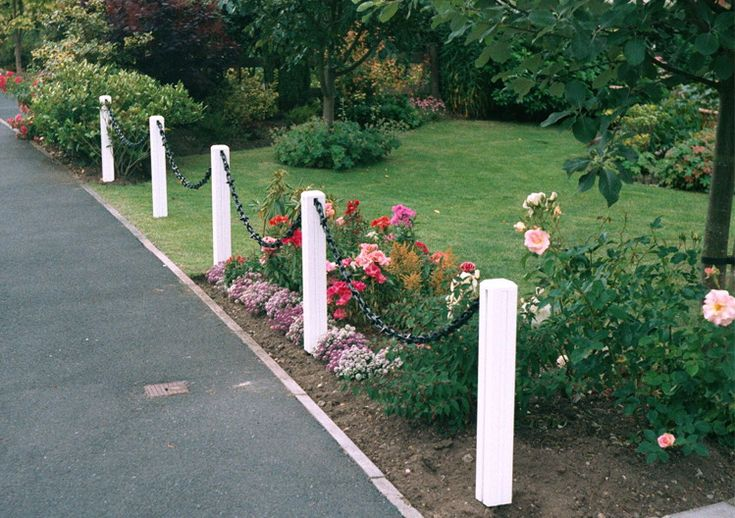 White Post-White/Black Chain  Decorative chain fencing kits contain everything you will need to easily install a good looking and durable chain fence which will enhance your garden. Each kit contains one pvc Post assembly, with either a steel ground or patio spike, one length of chain, and all the fittings needed to erect your fence. The length of