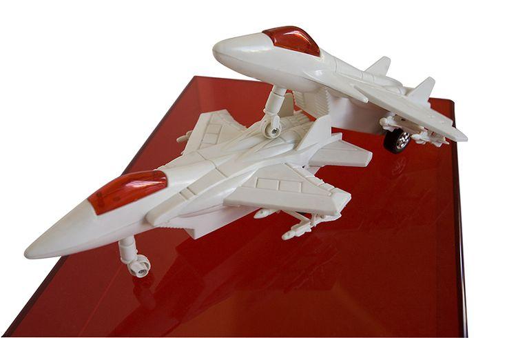 Aviones / Serie: Encuentros - Reunión de objetos recuperados de la basura / 2011