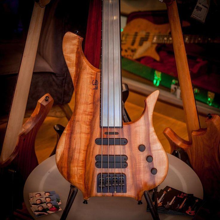 Le Fay Remington Steele 4 Pipe #lefay #custombass #steele #4string #4stringbass #bass #bassist #bassguitar #bassporn #thomann #musicisourpassion #bass #band #music #instagram #instamusic