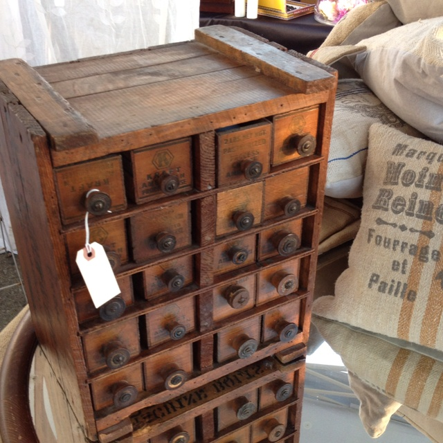 Old crate & old Kraft cheese boxes turned into drawers! Love!    ****