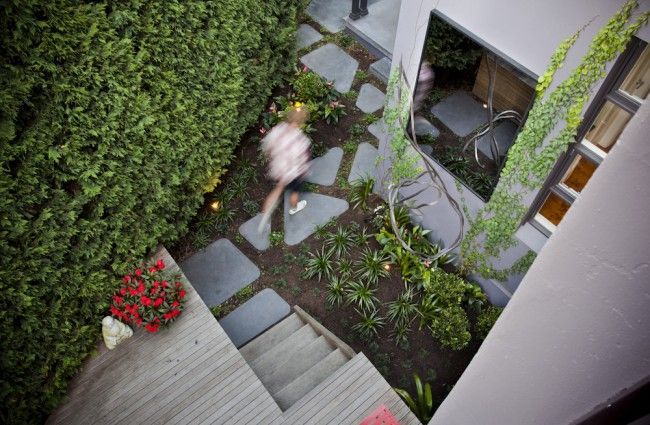 Pin more images of this funky garden at http://www.designhunter.net/funky-courtyard-design-paddington/  #landscape design