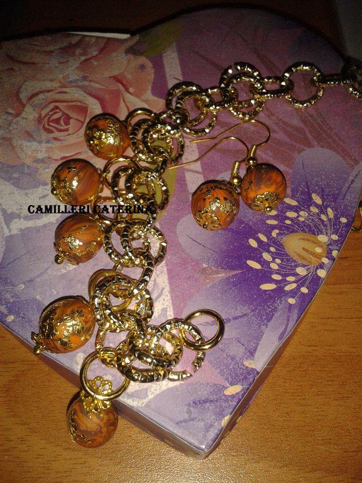 Parure composta da bracciale ed orecchini in Fimo, foglia oro e alluminio dorato