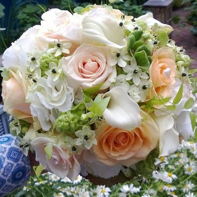 Bruidsboeket luxe in perzik en wit