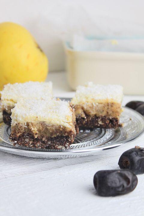 Ein gesunder Kuchen mit leckeren und gesunden Zutaten ohne zu backen. Ihr findet in diesem Kuchen Datteln, Chiasamen, Nüsse und Kokoksöl.