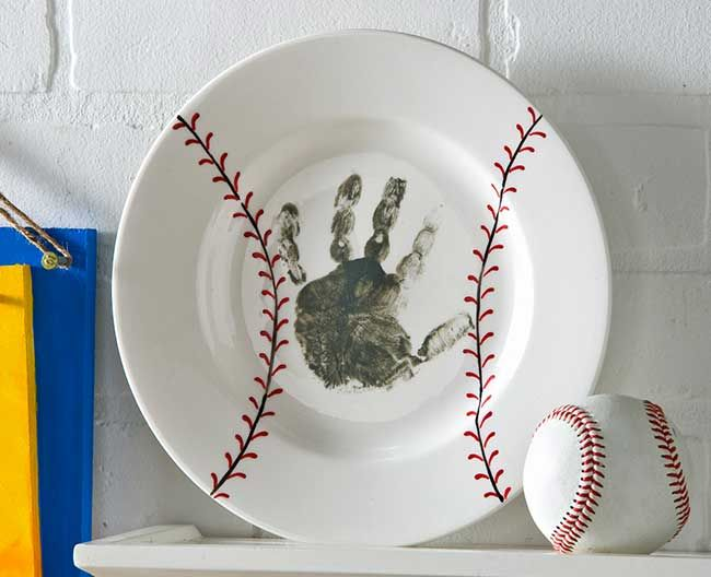 Father's Day Baseball Handprint Plate from @Alissa Huybers Crafts | Father's Day Gifts