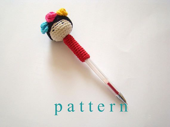 This is not the item itself, it is crochet pattern of Frida pencil topper. Frida Kahlo was a 20th-century Mexican painter and we can find lots of inspiration from her life and paintings.. You can make one for you or as a gift to remind us to keep on! :)  The pattern has written instructions for the pencil topper.  Please respect the copyright on my patterns. Do not duplicate, share or sell the patterns. You can sell the product you made using the patterns.  If you have any questions about…