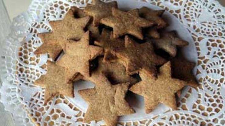 Her er dei sukkerfrie peparkakene som smakar nydeleg. Oppskrifta blei til fordi nokon måtte laga julekaker til glutenallergikarar. Samstundes stilte nokon spørsmålet om sukkeret kunne erstattast.