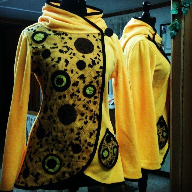 Tapado de polar con aplicaciones de telas recicladas #moda #fashion #fall #otoño #invierno #winter #patagonia #puq #puntaarenas #chile #jacket #instapuq #instalike #instamoda #instachile #recycled