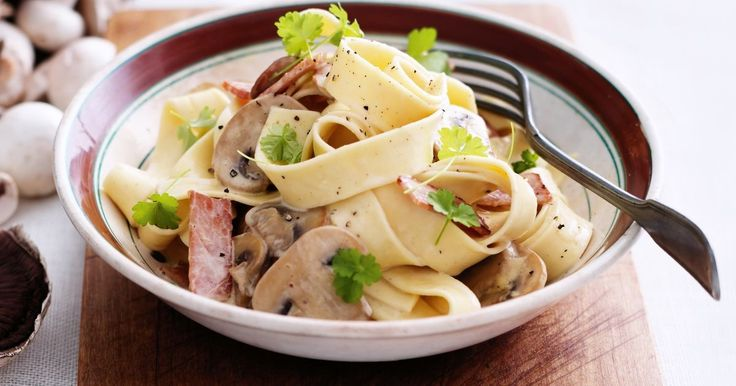 Save on time but not on flavour with this simple and elegant bacon & mushroom pappardelle.