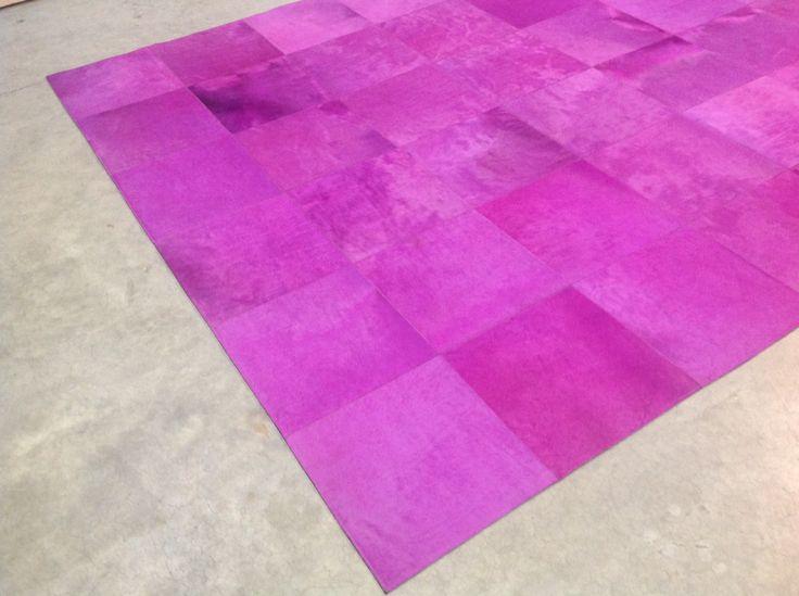 Tapis sur-mesure en peau rose - pink bespoke hiderug #rosa #Kuhfellteppich #cowhide #frenchcowhide #Розовый #кожакорова #ковры #decorationintérieur  www.norki-decoration.com