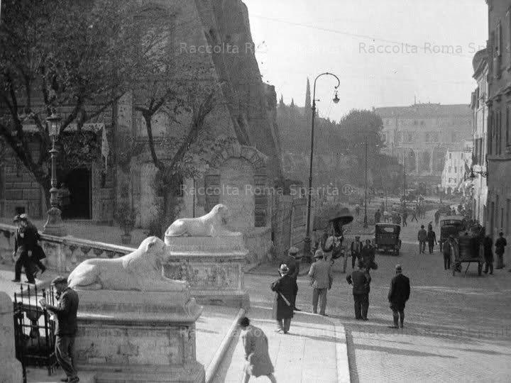 Via del mare, ora Via del Teatro di Marcello, durante i lavori Anno: 1930