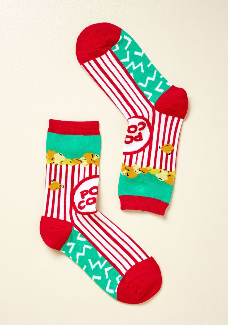 <p>Does the phrase 'put your best foot forward' mean you actually have a best foot? Because in these turquoise socks, both feet seem perfect to us! With their red-and-white movie theatre popcorn design, these quirky crews are certainly first-rate footwear.</p>