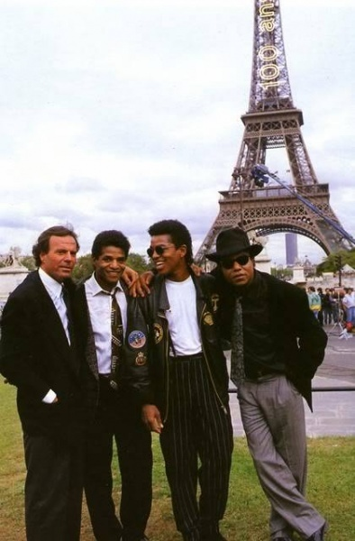 Famous people in Paris. Julio Iglesias with Jermaine, Jackie, and Tito Jackson