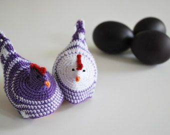 Set de 2 croșetat oua cozies în alb / Purple
